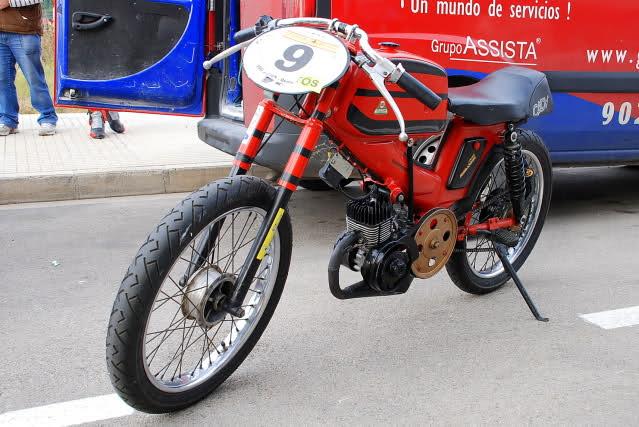 Exhibición de motos clásicas de competición en Beniopa (Valencia) 2zt9g87
