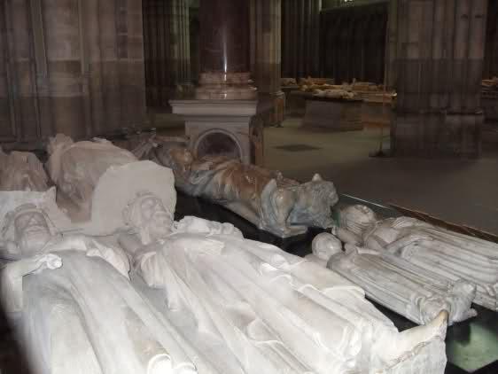Saint-Denis cimetière des Rois - Portail 72u99l