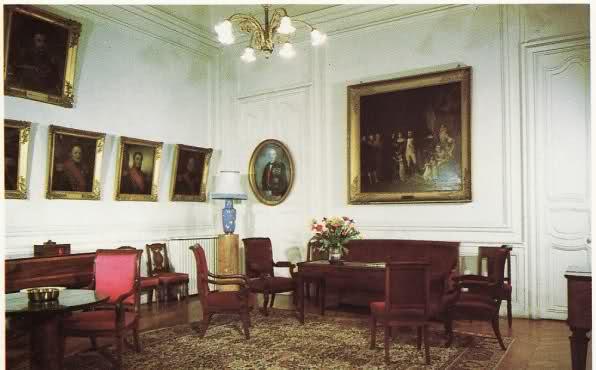 La Maison d'Education de la Légion d'Honneur à Saint-Denis (dans l'ancienne abbaye)  2j62450