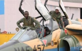 Armée Nigériane / Nigerian Armed Forces 2qn74sg