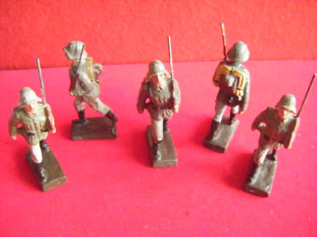 Les figurines anciennes, leurs accessoires et leurs décors. 2qvuiw6