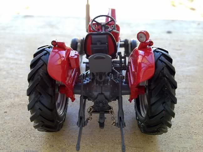 Miniatura Tractor MF 135 V8kjme