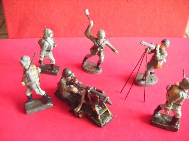 Les figurines anciennes, leurs accessoires et leurs décors. Wjw4yb
