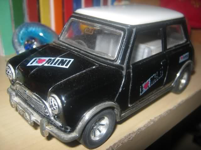Il mini garage di Enea 24zhbhh