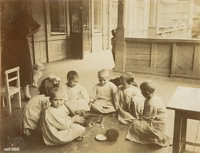Bienestar de los niños Sovieticos ( época de Stalin ) 292mslu