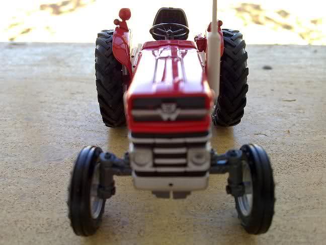 Miniatura Tractor MF 135 Nn8aaw