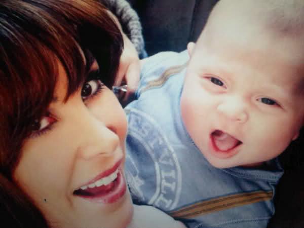 Natalia Streignard. Fotos con su bebito colgadas por Naty en su Twitter. Preciosas!!! Sxydg4