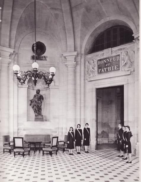 La Maison d'Education de la Légion d'Honneur à Saint-Denis (dans l'ancienne abbaye)  Xf0vbc