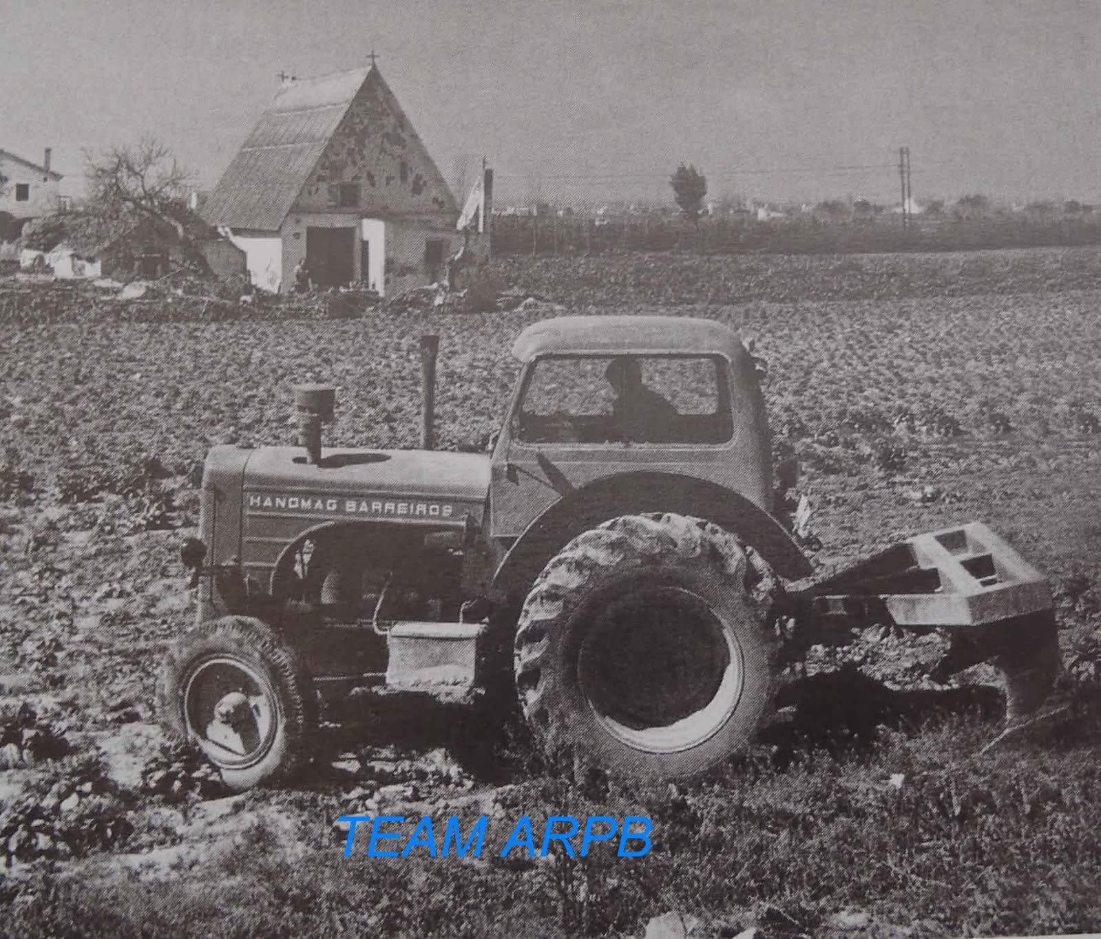 Tractores en fotos de época.  11w56b5