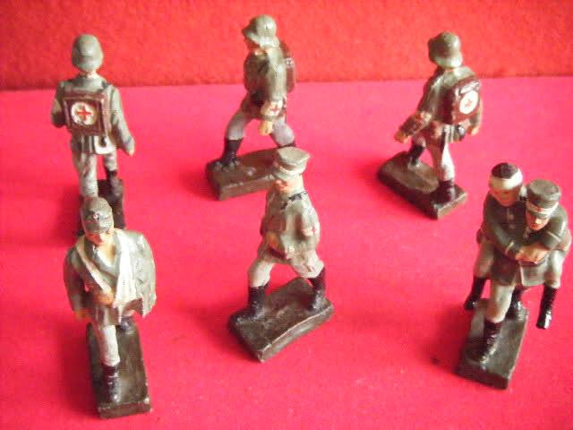 Les figurines anciennes, leurs accessoires et leurs décors. A4mpo7