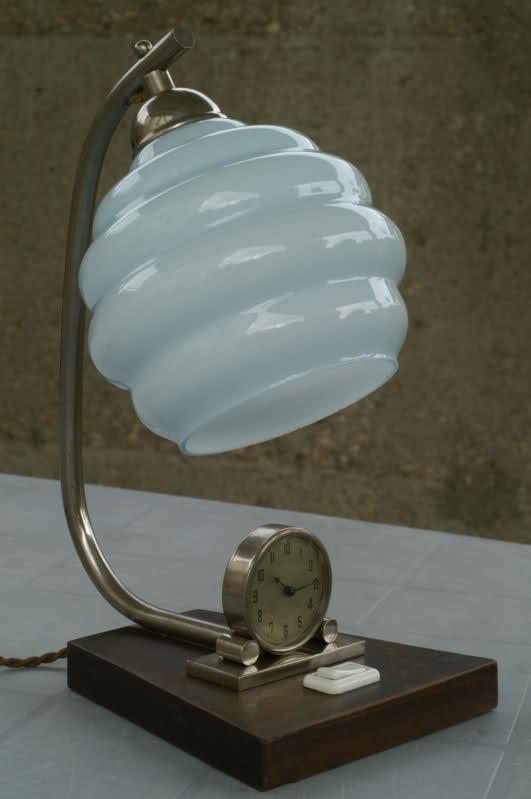 En brocante on ne trouve pas que des montres : Lampe pendulette à restaurer 1pcc28