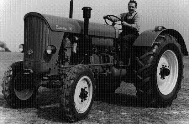 Tractores en fotos de época.  28qsqxw