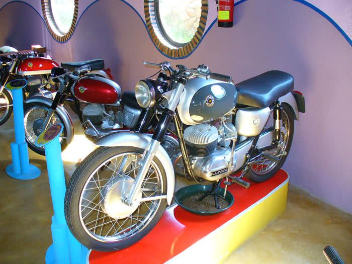 MUSEO DE LA MOTO CLASICA DE HERVAS.(Mas Fotos) 2ir69ar