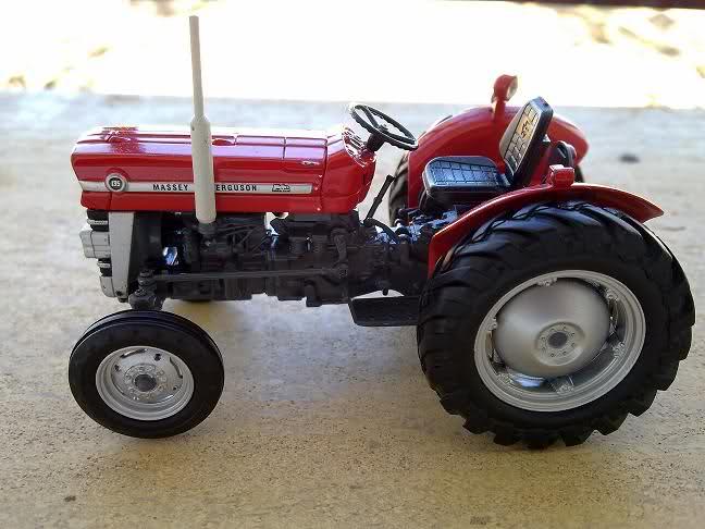 Miniatura Tractor MF 135 2lntvmr