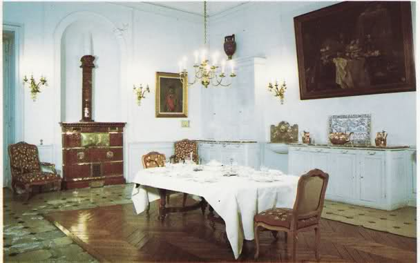 La Maison d'Education de la Légion d'Honneur à Saint-Denis (dans l'ancienne abbaye)  2m6sbkj