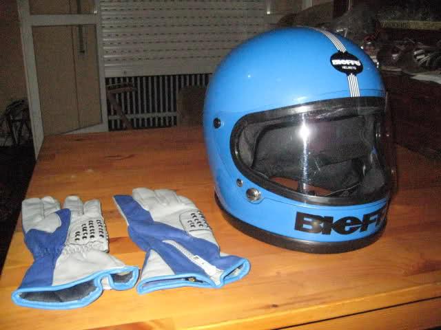 Las motos y los cascos del Mundial 1990  33xc1m8