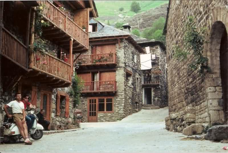 Aquel viaje del año 1.983: Murcia-Pirineos en Vespa 27yms77