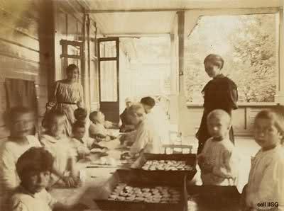 Bienestar de los niños Sovieticos ( época de Stalin ) 2nbsuw2