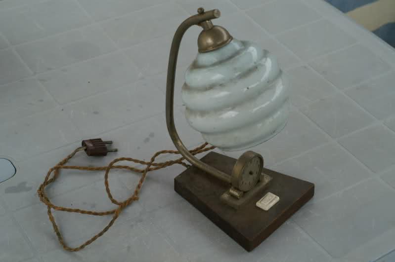 En brocante on ne trouve pas que des montres : Lampe pendulette à restaurer 2qsbcht