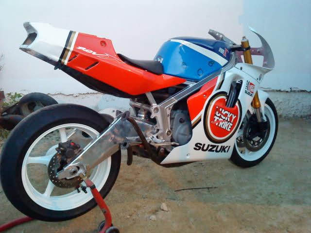 Mi Suzuki RGV 500 O0xtz4