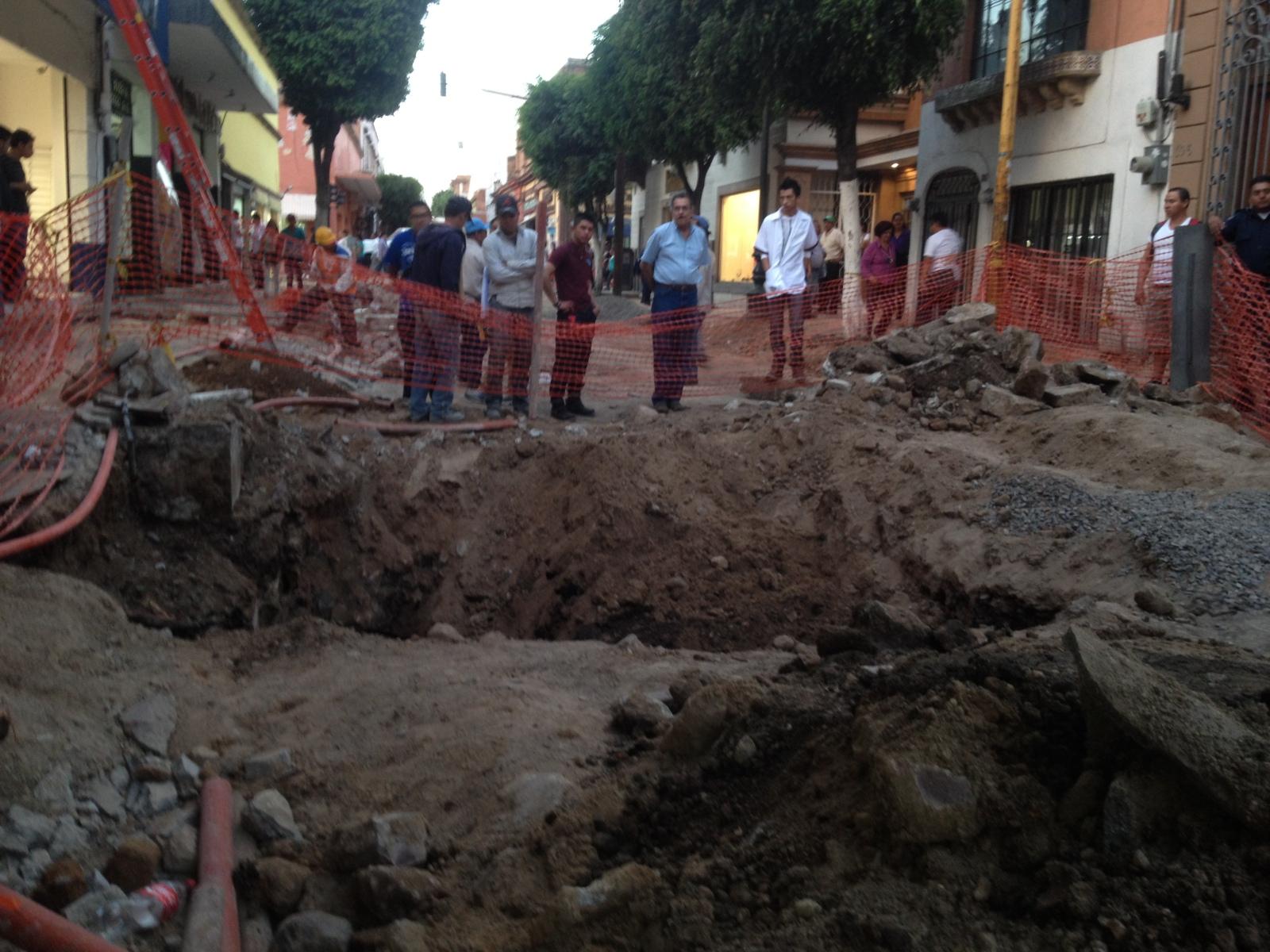 DESCUBREN TUNELES EN CALLE HERMANOS ALDAMA EN LEON GUANAJUATO 25-03-2014 14m5a80