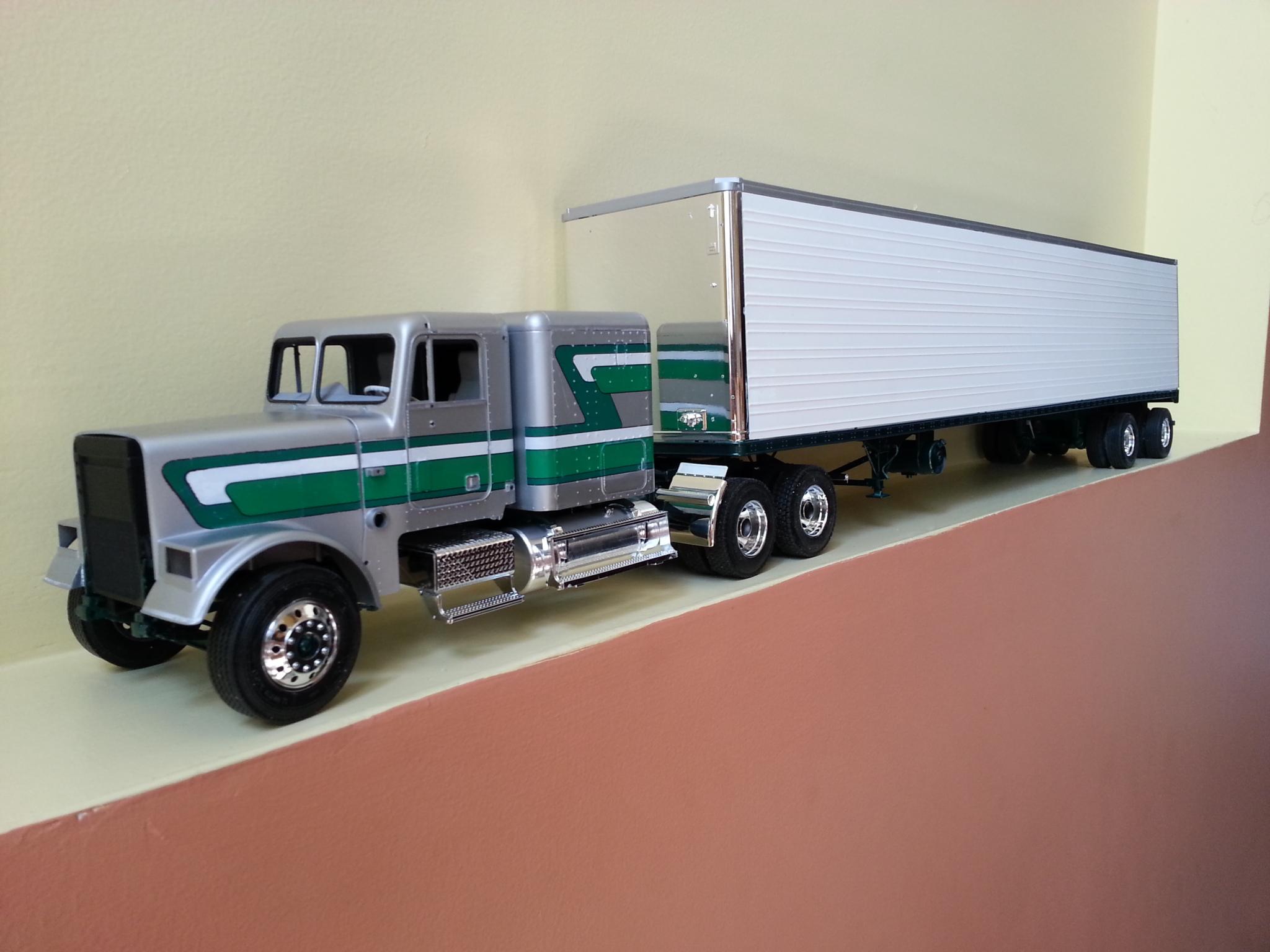 Freightliner FLC silver et vert 153w7sz