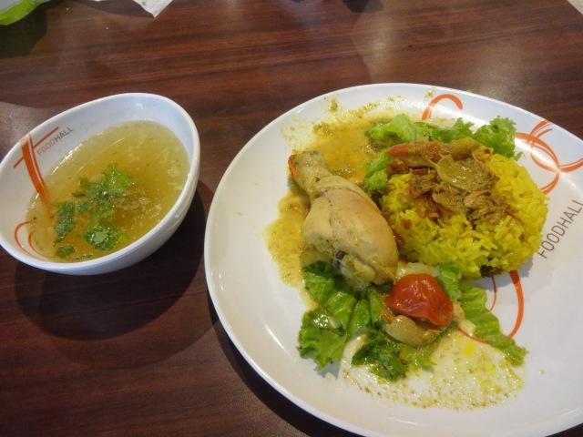 Fotos con precios de los diferentes platos y comidas tailandesas 1zekrur