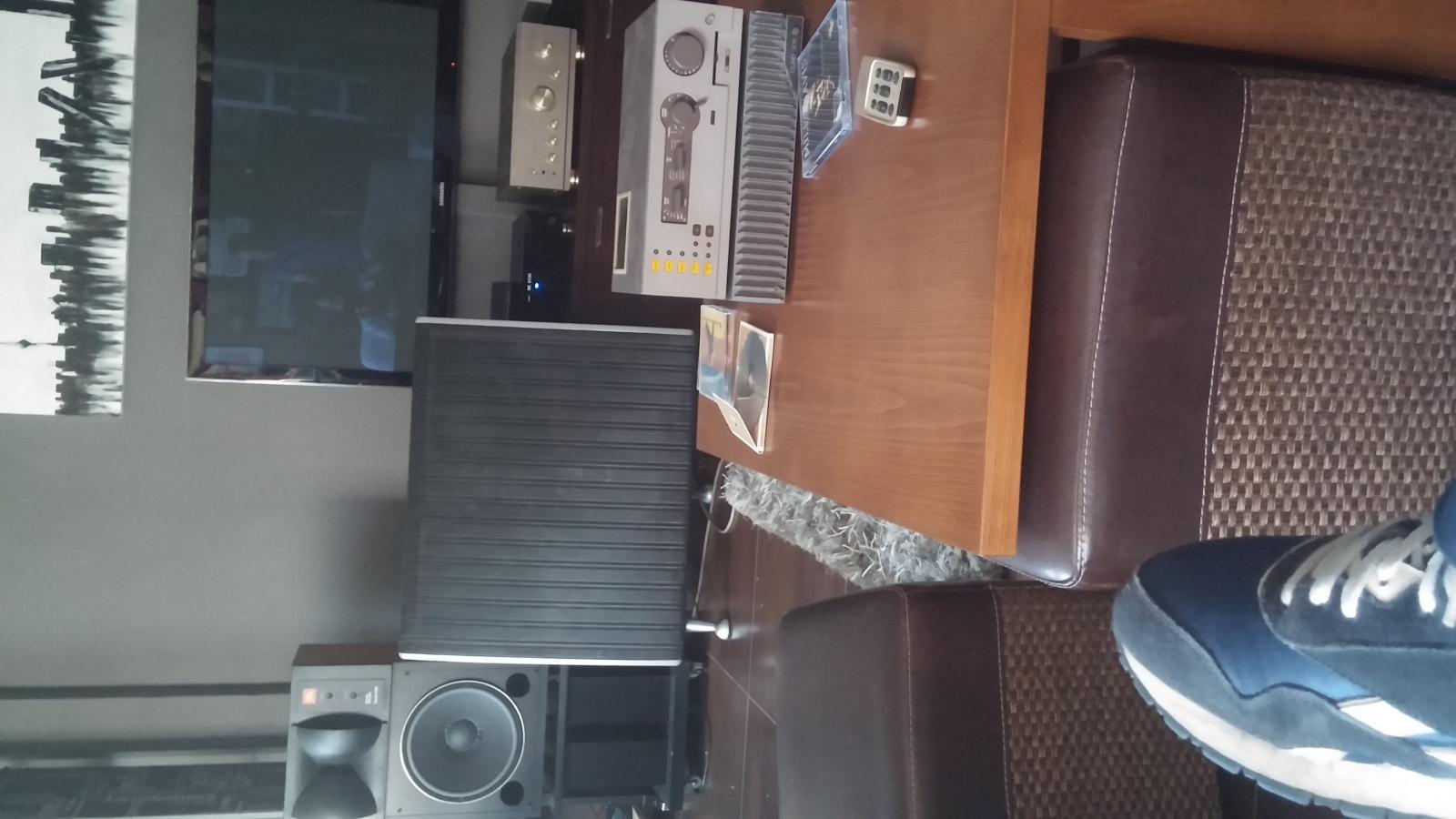 ¿Tono Azul de los monitores JBL? 20za6wm