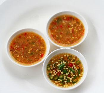 Fotos con precios de los diferentes platos y comidas tailandesas 21nk2on
