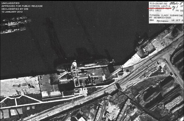 """Sous-marins """"Projet 941 Akula"""", insignes et médailles 23vf2qf"""