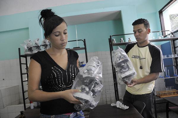 La educacion en Cuba - Página 1 2chmkiu