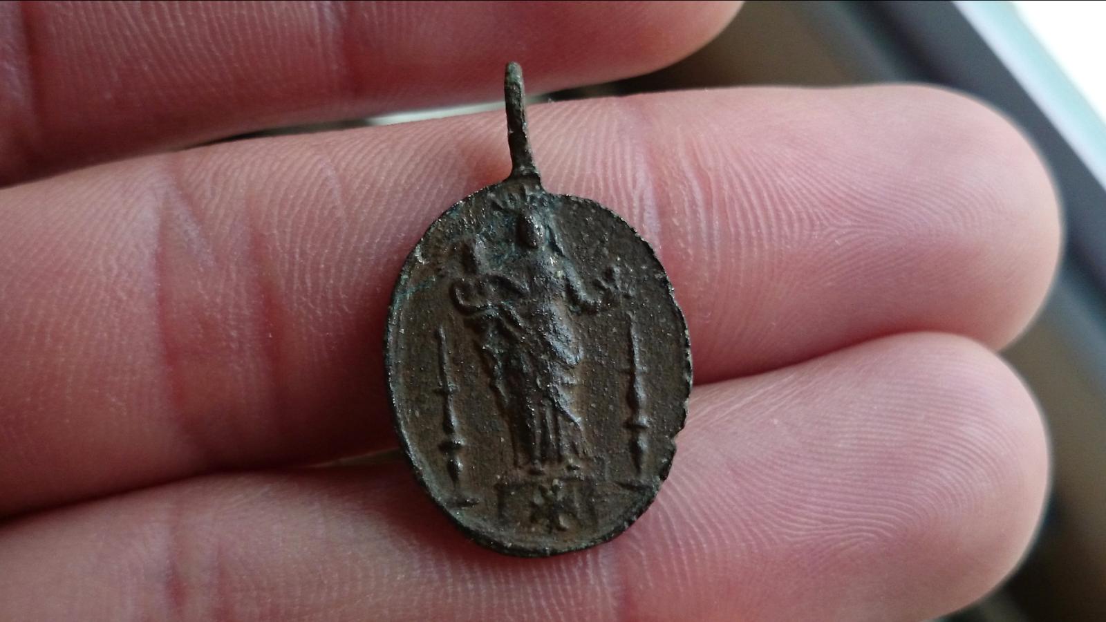Medalla Santiago Apóstol / Virgen a identificar 2dtyybm