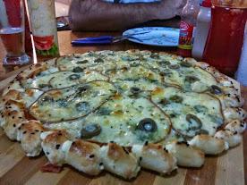 Porque a mussarela geralmente ferve quando a pizza é levada ao forno e como evitar esta situação? 2r6fzlv