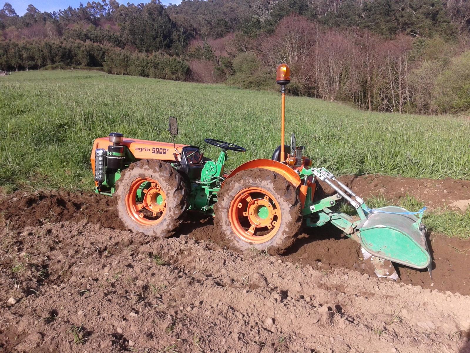 Fotos de agria 9900 E Y dumper Ausa 2wdra54