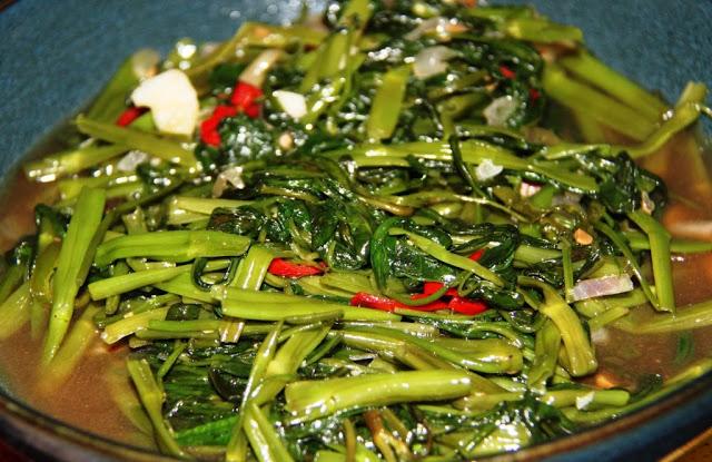 Fotos con precios de los diferentes platos y comidas tailandesas 308fzgw
