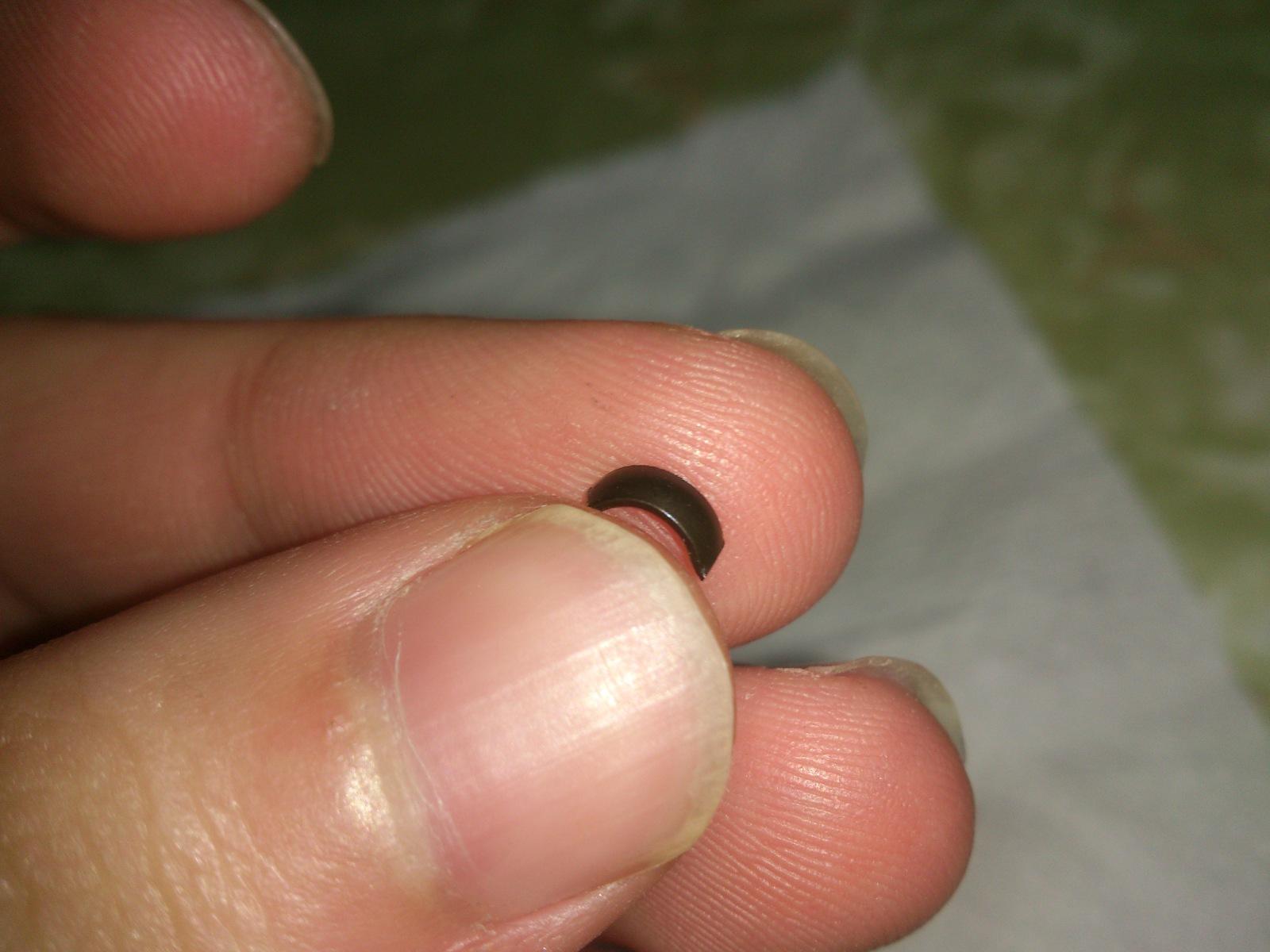 Trozo de metal en el filtro de aceite. 5agvvk
