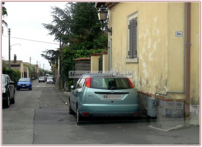 Avvistamenti di auto con un determinato tipo di targa 5tuu9