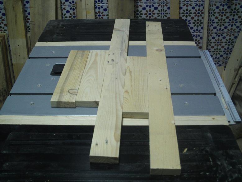 Una mesa plegable para la caseta de mi hijo... y una pequeña historia. Jb3bbl