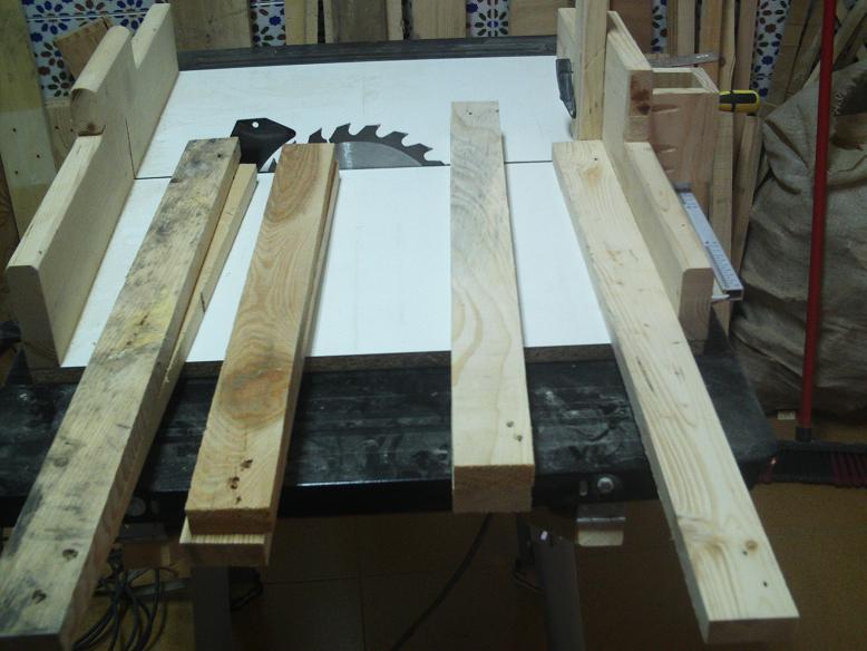 Una mesa plegable para la caseta de mi hijo... y una pequeña historia. 25005mb