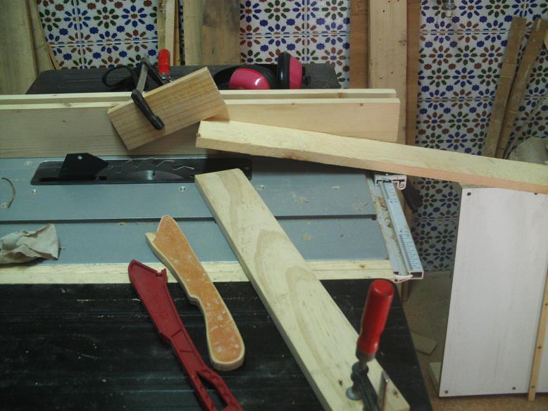 Una mesa plegable para la caseta de mi hijo... y una pequeña historia. 28wmb9w