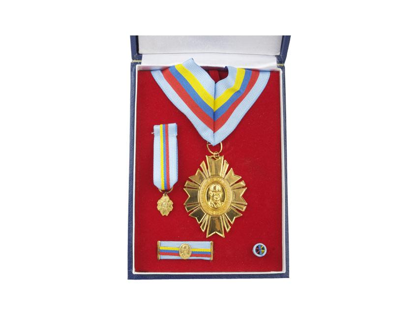 Condecoraciones y Medalla Navales 2h30v9h