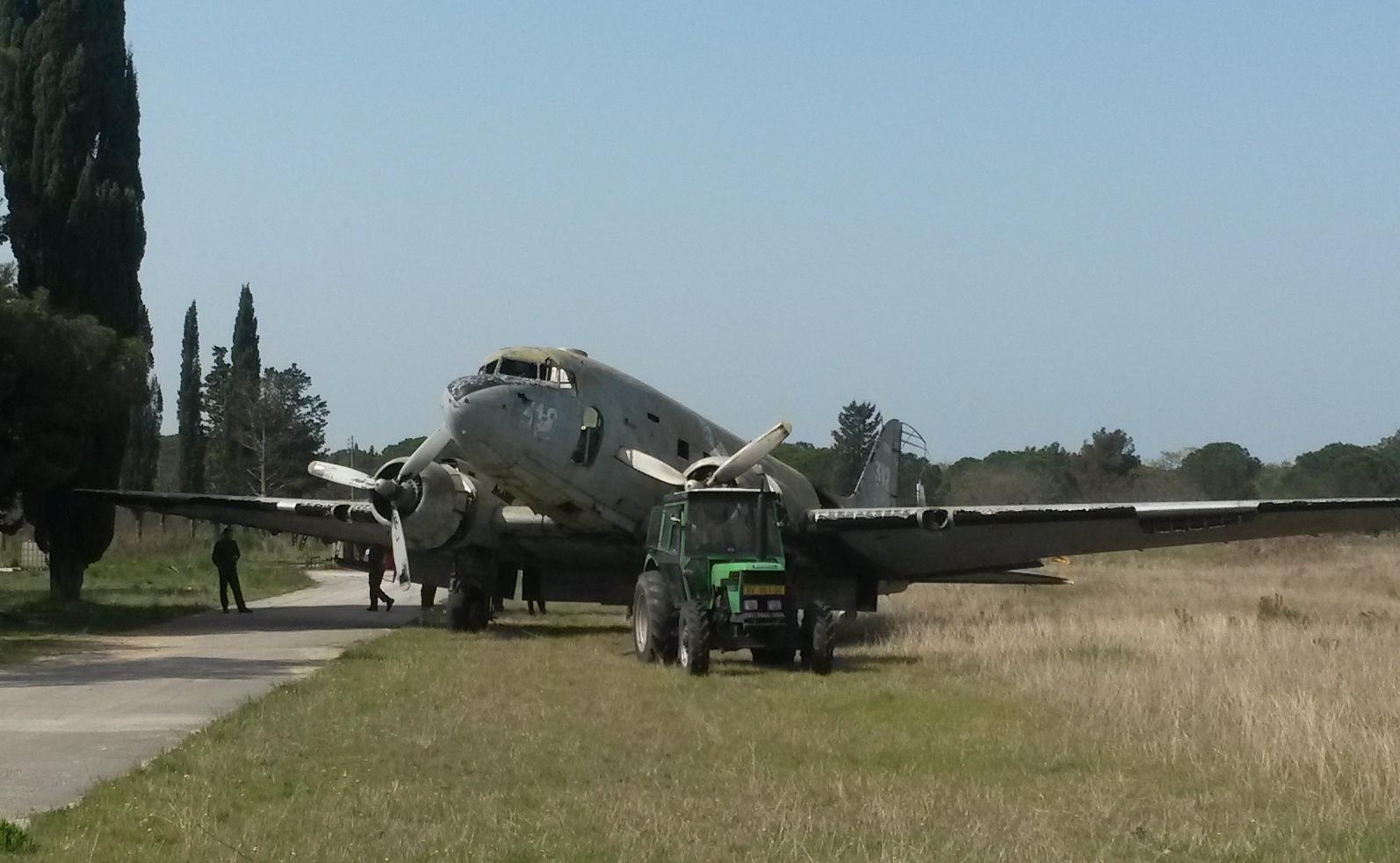 Douglas C-47 spašena u 93zb Zemunik 2u7wsb7
