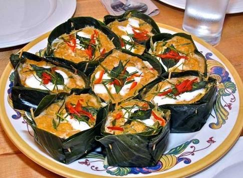 Fotos con precios de los diferentes platos y comidas tailandesas 34ipwmw