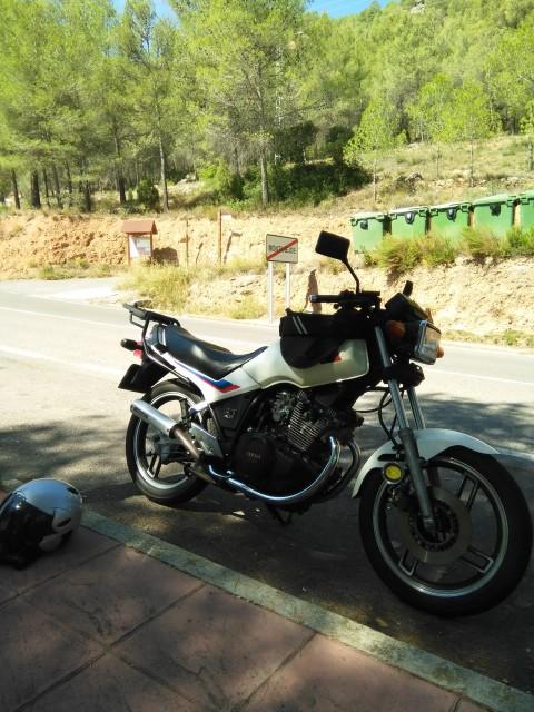 "Yamaha XS 400: ""el que la sigue la consigue"" 5r12c"
