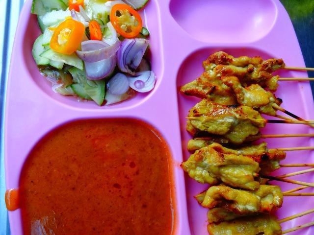 Fotos con precios de los diferentes platos y comidas tailandesas 6f74g7