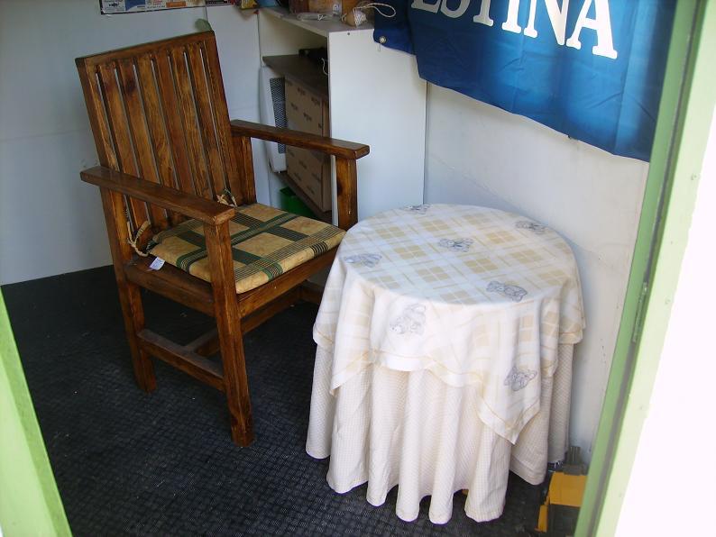Una mesa plegable para la caseta de mi hijo... y una pequeña historia. Amsjk2
