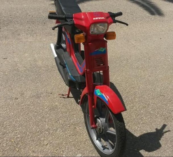 Buscamos moto, ciclomotor o scooter  de 50 c.c a 125 para Filmación de anuncio de TV.. En MALLORCA. Dfk12