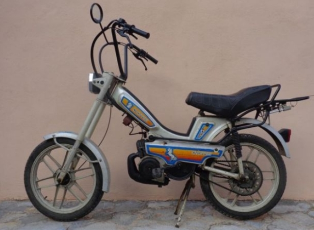 Buscamos moto, ciclomotor o scooter  de 50 c.c a 125 para Filmación de anuncio de TV.. En MALLORCA. Es0wmt
