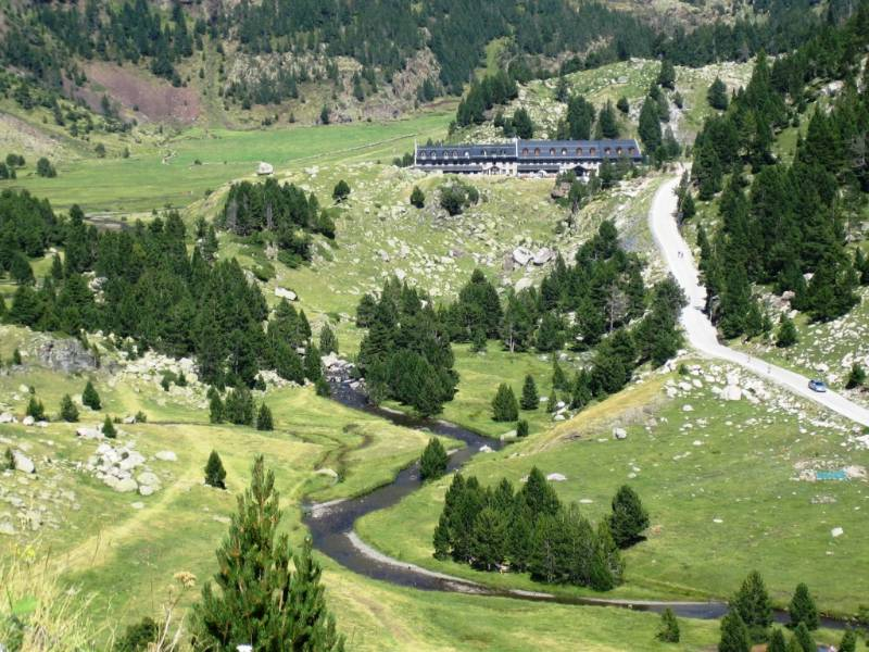 Benasque, paraiso del senderismo y las rutas en moto por el pirineo aragonés. J80ahf
