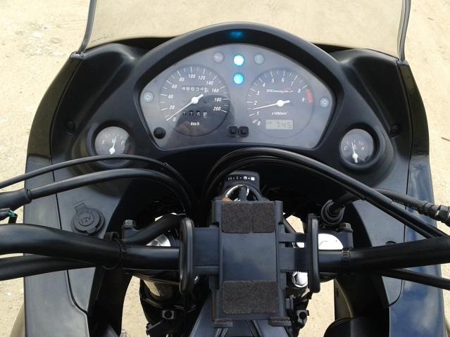 A minha preta (Transalp XL650) :D Sboggx